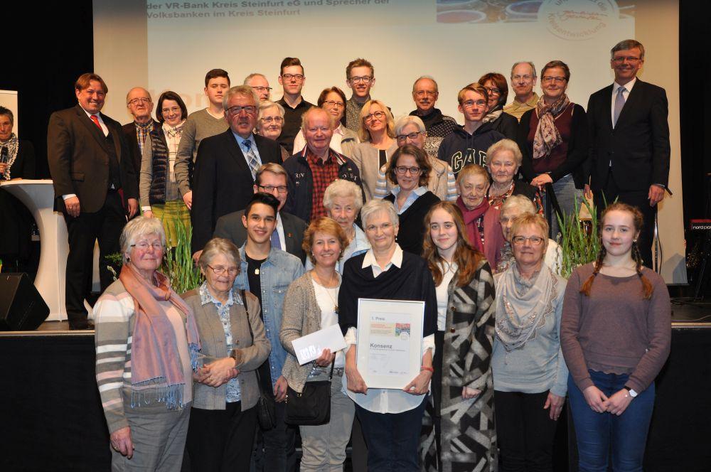 """Die Gruppe """"KonSenZ"""" aus Ibbenbüren hat im Wettbewerb """"Bürgerpreis Demografie"""" des Kreises Steinfurt den ersten Preis gewonnen."""