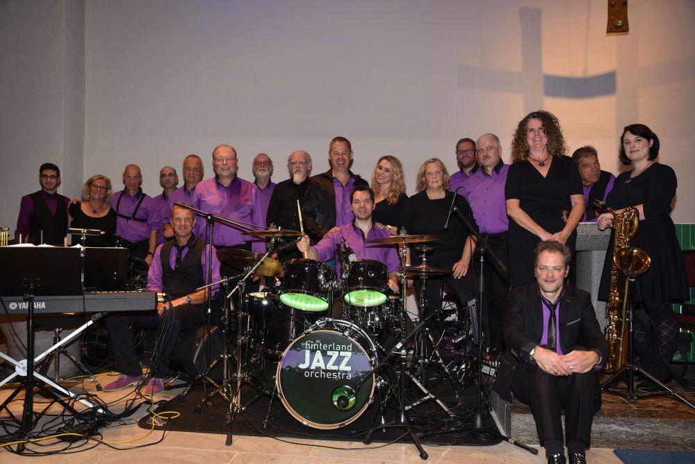 """Das """"Hinterland Jazz Orchestra"""" aus Hessen trat am Samstag in der Matthäuskirche auf."""