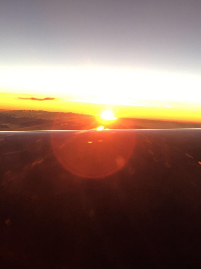 Sonnenaufgang im Flugzeug.