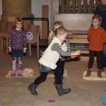 Schafe und Kinder hüpfen gern: in der Christuskirche war das eine neue Erfahrung.