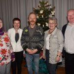 Maria (2. v.l.) und Wilfried Freese (re.) freuen sich über langjährige Gäste wie Irina Malewski (li.) und Klaus Braier (3.v.l.) sowie die tatkräftige Hilfe von Margret Frehe.
